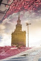 Warszawa pałac kultury w odbiciu - plakat premium wymiar do wyboru: 59,4x84,1 cm