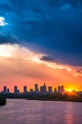Warszawa zachód słońca nad wisłą - plakat premium wymiar do wyboru: 42x59,4 cm
