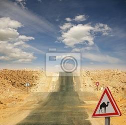 Fototapeta  uwaga wielbłądy  : znak drogowy na saharze