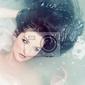 Plakat kobieta relaks w wodzie