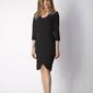 Czarna klasyczna prosta sukienka z asymetrycznym rozporkiem
