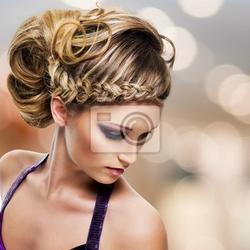 Obraz portret piękne kobiety z fryzura