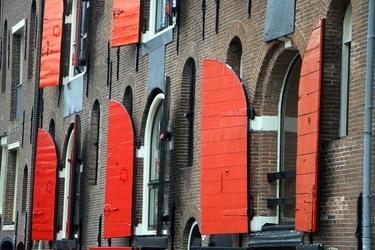 Fototapeta czerwone okiennice w amsterdamie fp 2106
