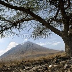 Plakat na papierze fotorealistycznym tanzański wulkan, olindian lengai, tanzania, afryka