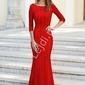Czerwona suknia wieczorowa obszyta cekinami