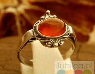 Beja - srebrny pierścionek z bursztynem