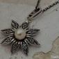 Madona - srebrny wisiorek z perłą
