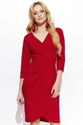 Czerwona dopasowana elegancka sukienka na zakładkę
