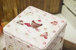 Puszka dekoracyjna muffinka kwadratowa h- 18 cm