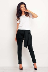 Czarne zwężane spodnie z paskiem