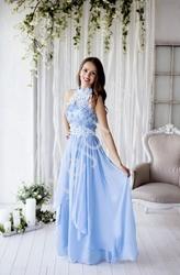 Błękitna długa suknia wieczorowa z kwiatami 3d