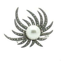 Agena; srebrna broszka z markazytami i perłą