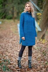 Swetrowa Ciepła Sukienka z Golfem Niebieska