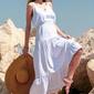 Biała maxi letnia sukienka z falbankami
