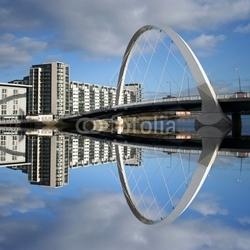 Obraz na płótnie canvas dwuczęściowy dyptyk nowy most odzwierciedlenie w rzece clyde szkocja szkocja