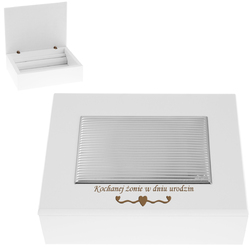 Biała drewniana szkatułka posrebrzana paski Grawer