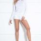 Biała swetrowa bluzka z wycięciem na plecach