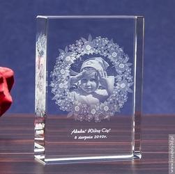 Zdjęcie w szkle otoczone girlandą z kwiatów • fotokryształ