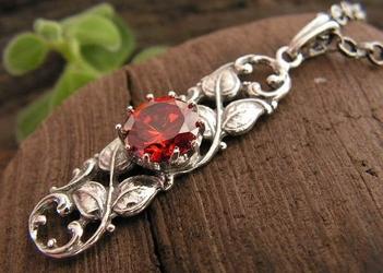 CESARMA - srebrny wisiorek z rubinem