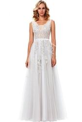 Tiulowa biała suknia ślubna zdobiona gipiurową koronką