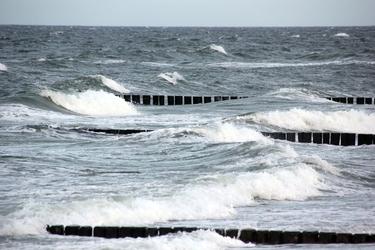 Fototapeta fale odbijające się od wiatrochronów fp 2004