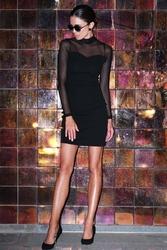 Czarna dopasowana sukienka z siateczką w kropki