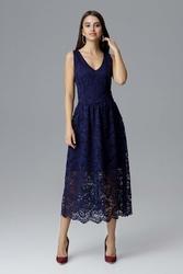 Granatowa rozkloszowana sukienka koronkowa na szerokich ramiączkach