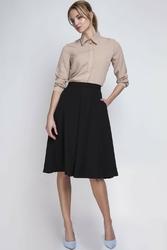 Czarna delikatnie plisowana spódnica długości midi