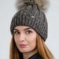 Damska czapka z pomponem - brązowa