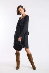 Czarna dzianinowa sukienka z asymetryczną falbanką