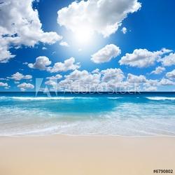 Board z aluminiowym obramowaniem wspaniały krajobraz plaży