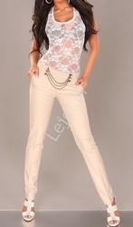 Eleganckie spodnie z łańcuszkami w pasie