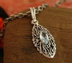 Ripoli - srebrny wisiorek z naturalnym akwamarynem