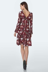Sukienka we wzory z falbanką - bordowa