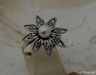 Madona - srebrny pierścionek z perłami