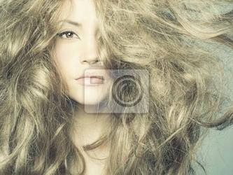Fototapeta piękne kobiety z wspaniałe włosy