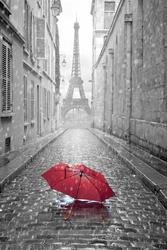 Czerwony Parasol z Wieża Eiffla w tle - plakat Wymiar do wyboru: 20x30 cm