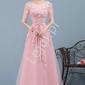 Jasnoróżowa suknia tiulowa zdobiona gipiurową koronką