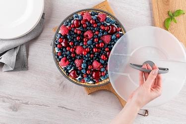 Tortownica  forma do pieczenia tortu z powłoką nieprzywierającą altom design z plastikową pokrywą i uchwytem 26 cm