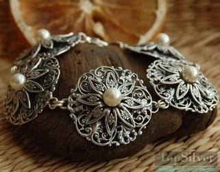 Calla - srebrna bransoletka z perłami