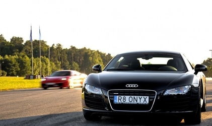 Jazda audi r8 v8 - kierowca - poznań tor główny - 4 okrążenia