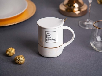 Kubek z pokrywką i złotą łyżeczką porcelana altom design soul biały 360 ml
