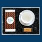 Zestaw prezentowy na wyjątkową okazję czarny giftbox. zestaw 20 kaw mielonych w różnych smakach 20x 10g, klasyczna biała filiżanka oraz elegancka mini bombonierka
