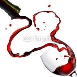 Tapeta ścienna serce z odlewania czerwonego wina w kielich na białym tle