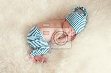 Plakat spanie noworodek piżamie i czapce spanie