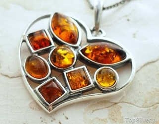 Bursztynowe serce - srebrny wisior z bursztynami