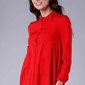 Czerwona koszulowa bluzka z efektownym wykończeniem