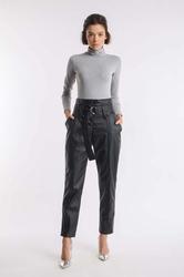 Czarne eleganckie spodnie z imitacji skóry