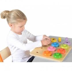 Dopasowywanie kolorów sorter masterkidz kołeczki i obręcze