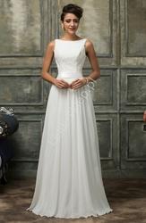 Skromna biała suknia ślubna z gipiurową koronką